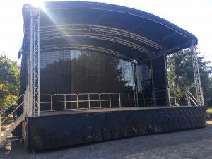 location de scène mobile arrondie